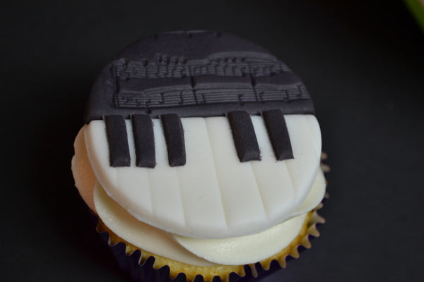 vanilla music cupcakes with cream cheese icing. Piano & musical notes cupcakes by Sugar Street Boutique