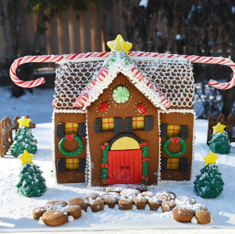 gingerbread house toronto by sugar street boutique. christmas gingerbread house