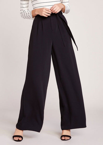 Wide Stride Black Pant