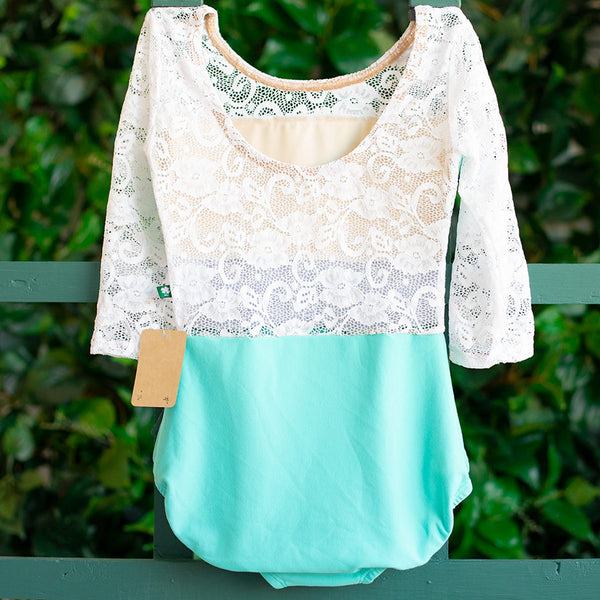 SMALL ROBIN & WHITE LACE 3/4 SLEEVE SPICE <br> READY TO SHIP