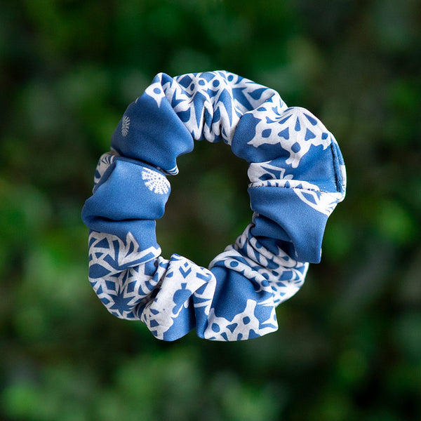 SNOW SCRUNCHIE <BR> HOLIDAY COLLECTION