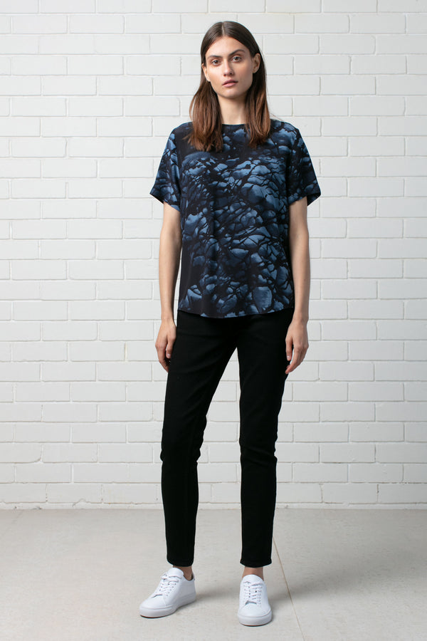 WOMENS FORMATION PRINT SILK TEE