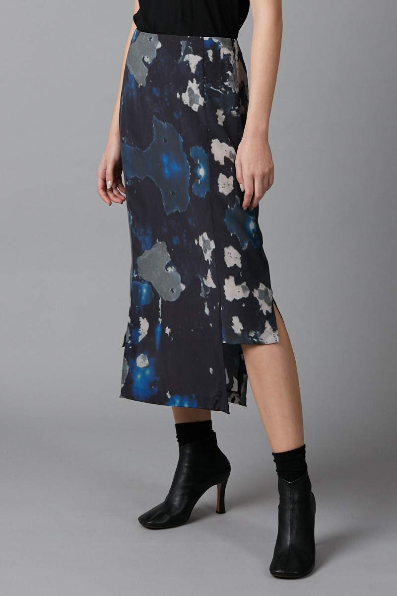 BLUE BIG SKY PRINT BLOCH PANELLED SILK SKIRT - Nique Clothing