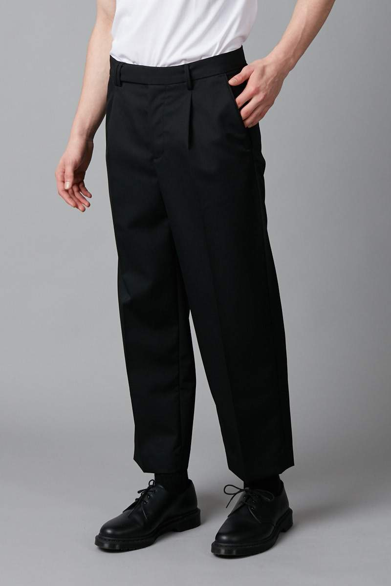 BLACK LARGE PLEAT WOOL PANT