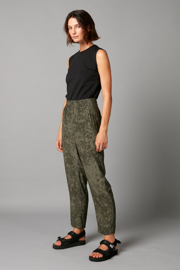Khaki Clash Print Emiyo Pull On Pants