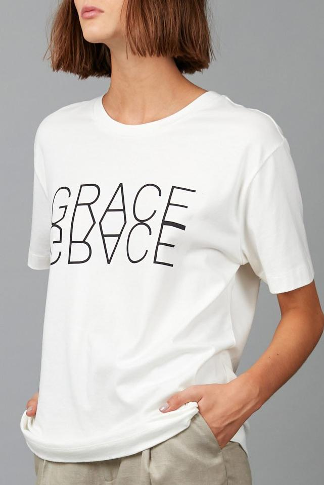 WHITE GRACE PLACEMENT TEE - Nique Clothing