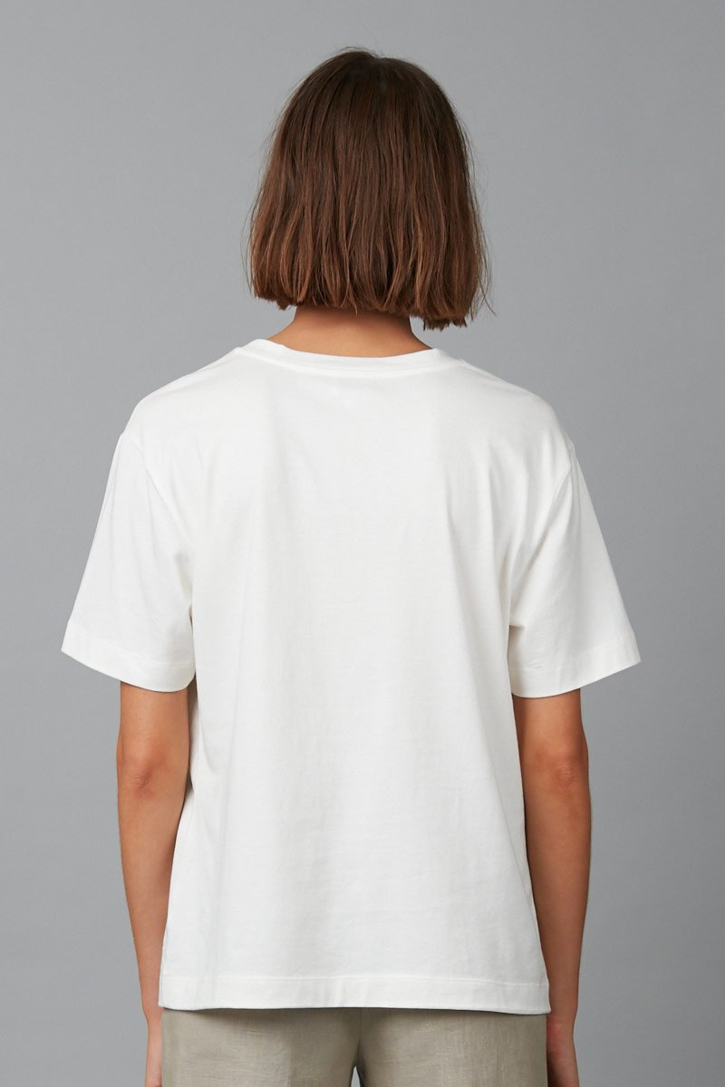WHITE GRACE PLACEMENT TEE