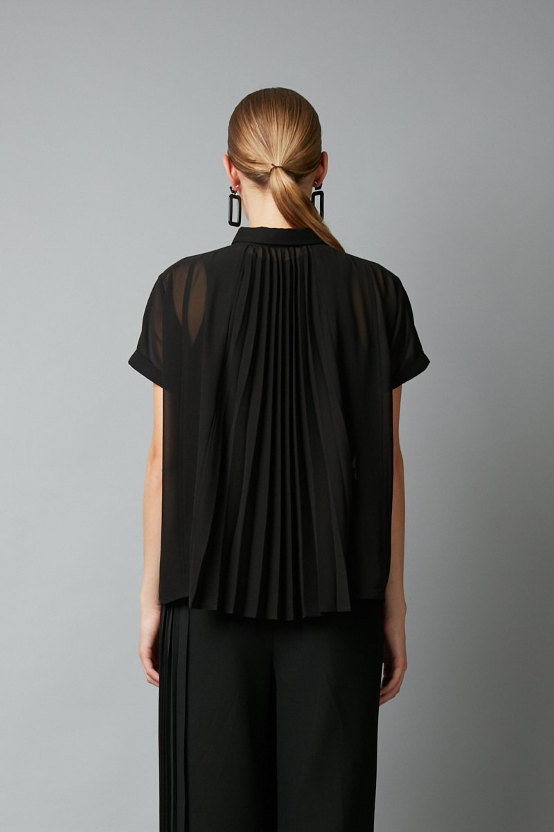 BLACK JINTO PLEAT BACK SHIRT