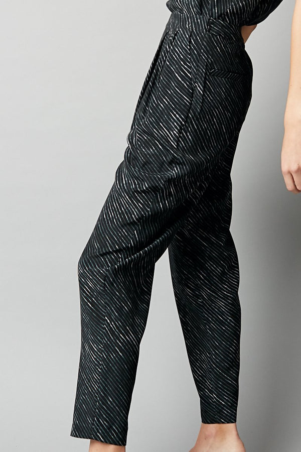 GREY LINEAR TUCK PANTS