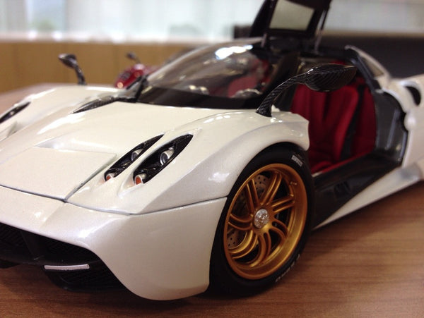 GT AUTOS Pagani Huyara White - 1:18 Scale - OxfordDiecast