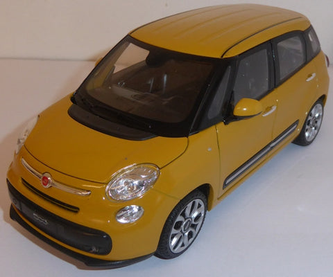 WELLY Fiat 500L 2013 - 1:24 Scale