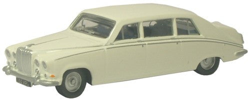 Oxford Diecast Old English White Daimler DS420 - 1:148 Scale