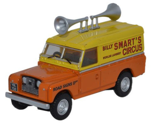 Oxford Diecast Billy Smarts Land Rover Series II Hard Top Speakers - 1