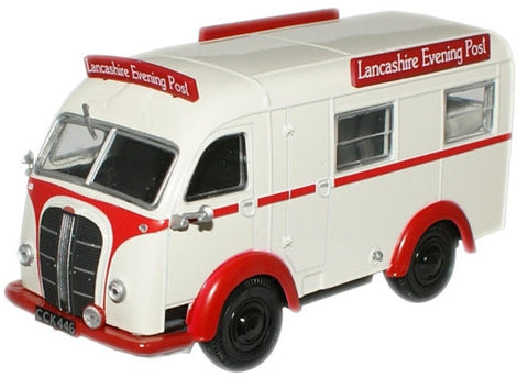 Oxford Diecast Lancashire Evening PostAustin 3 Way Van - 1:43 Scale