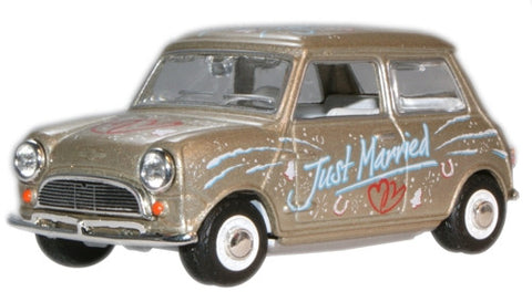 Oxford Diecast Just Married Mini Car - 1:43 Scale