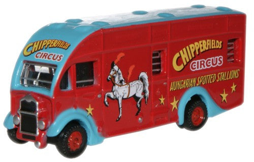 Oxford Diecast Chipperfield Spotted Stallions Albion Horsebox - 1:148