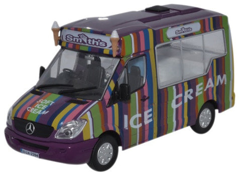 Oxford Diecast Whitby Mondial Ice Cream Smiths Ice Cream - 1:43 Scale