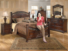 Leahlyn King Bed w/ Dresser & Mirror Nightstand Chest