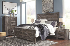 Wynnlow Gray King Crossbuck Bed w/ Dresser & Mirror