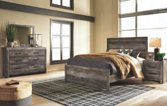 Wynnlow Gray King Bed w/ Dresser Mirror & Nightstand