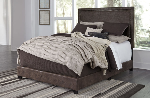 Dolante - Brown - Queen Upholstered Bed