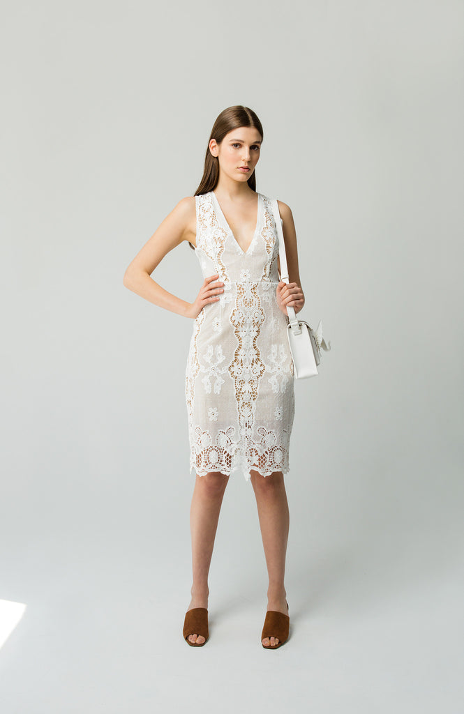 winona v neck lace dress