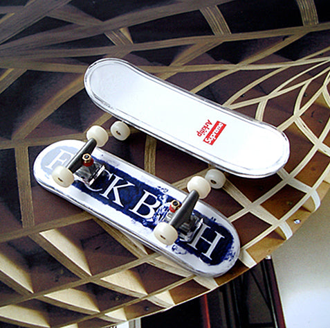 Supreme Arkitip Fuck Bush Finger Skateboard-*