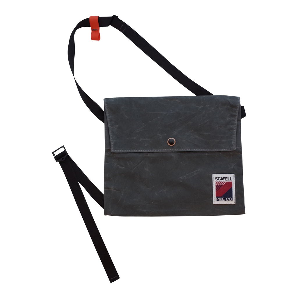 Strawfoot Cycling Musette with Chest Strap and Flap of Waxed Canvas
