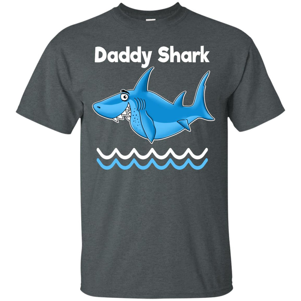Gift for Dad, Daddy Shark Funny T-Shirt