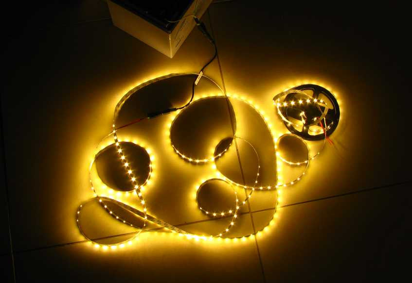 5 metres Warm White LED strip (5630, 12V input, 60 LEDs/m, non-waterproof)