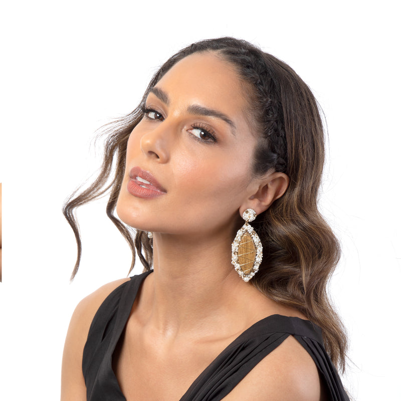 Akinyi Earrings embroidered with resin pearls and wood.