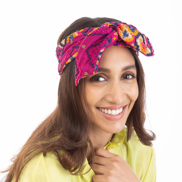 Statement wire headwrap by Deepa Gurnani