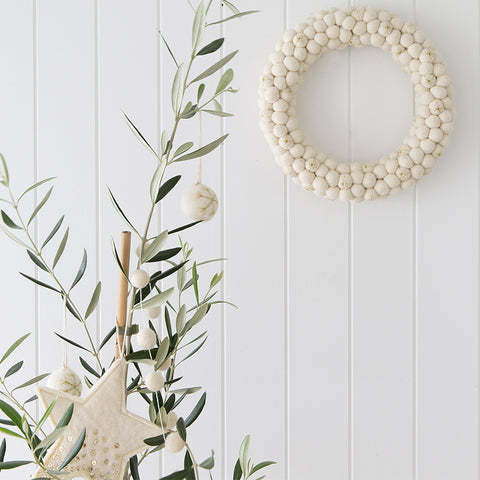 Felt ball wreath ivory