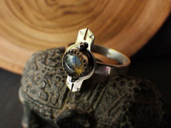 Solaris Ring with Labradorite