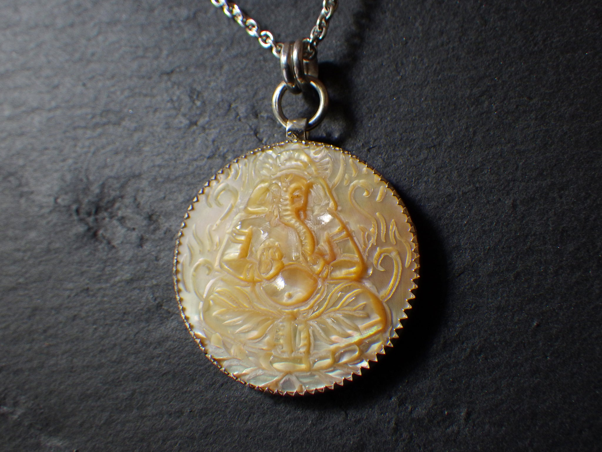 Ganpati Pendant with Mother of Pearl Carving