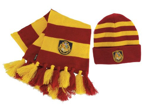 Stay warm and cosy, while looking cool in this Harry Potter Hogwarts hat and scarf set.