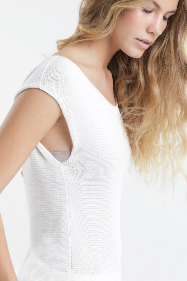 White Boat neck sleeveless knit top