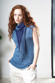 Blue Boat neck sleeveless knit top
