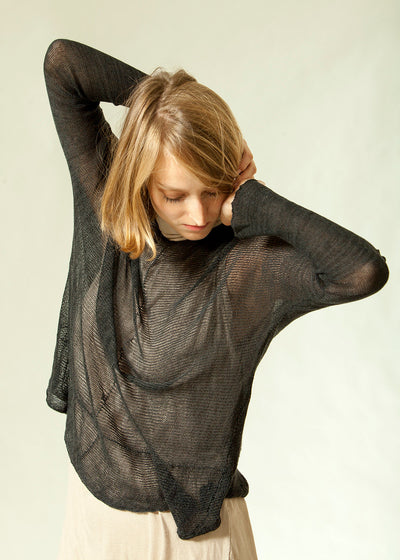 Black long sleeves round neck shirt - Soy