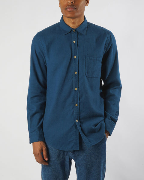 flannel shirt blue model front
