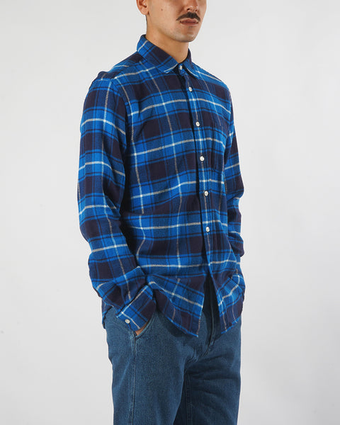 flannel shirt plaid blue white model side