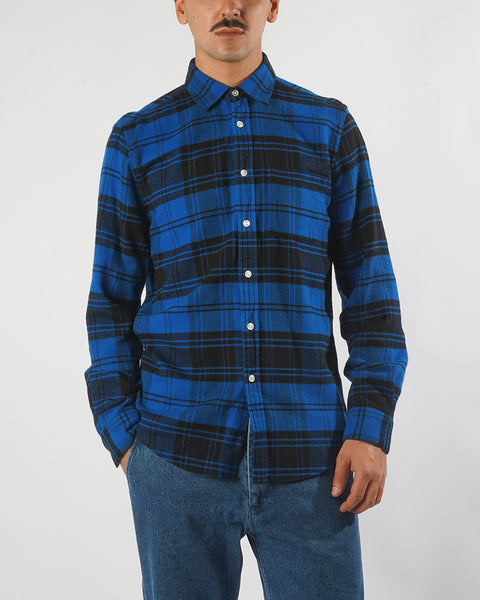 flannel shirt plaid blue black model front