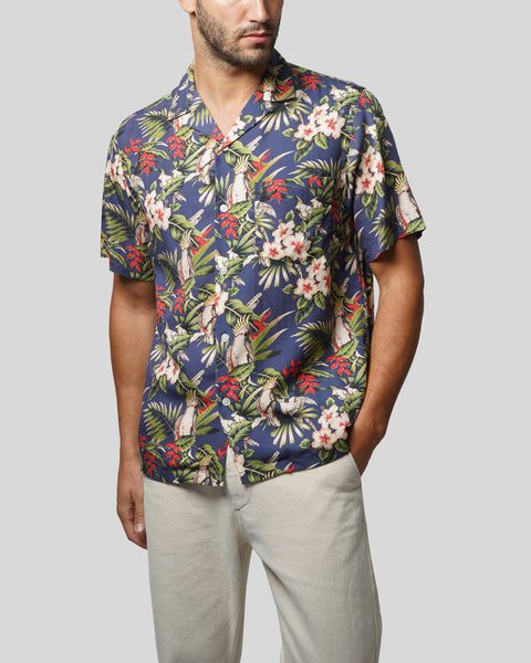 tropical printed short sleeve shirt model front