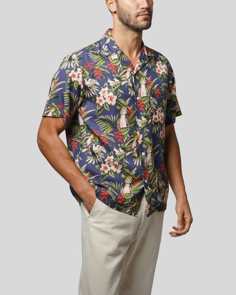tropical printed short sleeve shirt model side