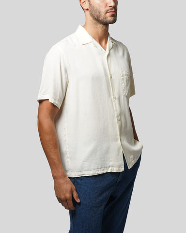 white short sleeve shirt model front