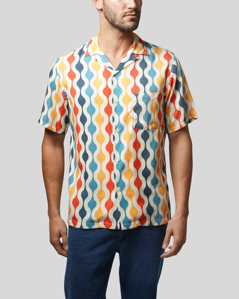 pattern printed short sleeve shirt model front