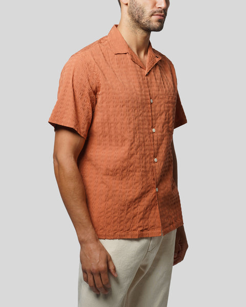 terracota textured short sleeve shirt model side