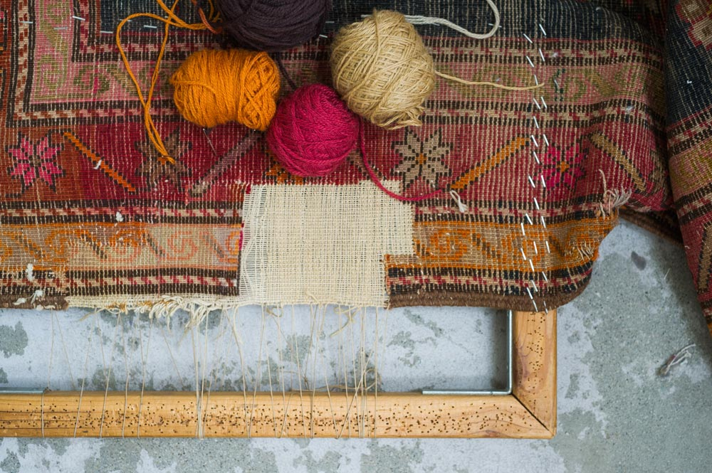 Detroit Rug Restoration Loom with Yarn