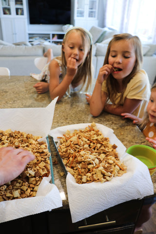 Party Mix: snack to make with kids and toddlers