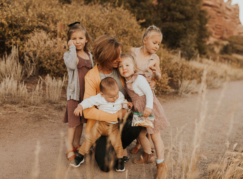 Family photos with 4 kids: toddlers and babies